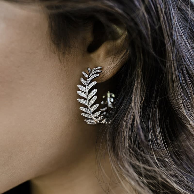 Glamorous Leaf Design Earrings